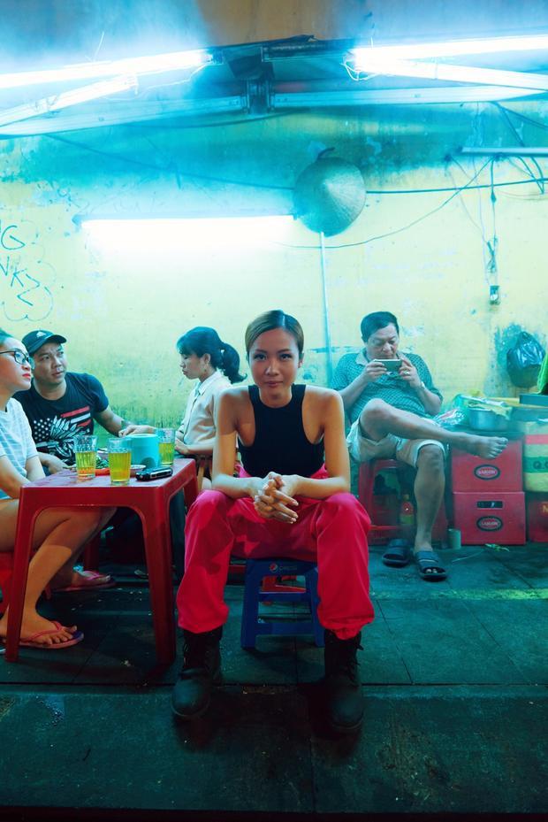 Lấy cảm hứng từ hội chị em Ninja, Suboi đưa cả dàn đồ bộ chống nắng cực ngầu lên MV mới