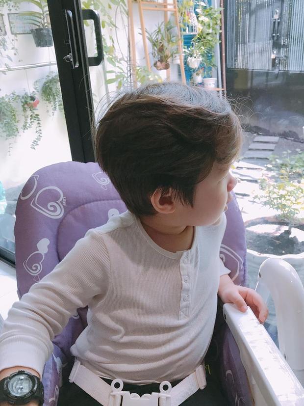 Fan lại đổ rào rào trước vẻ đẹp trai như hoàng tử trong cổ tích của con trai Elly Trần