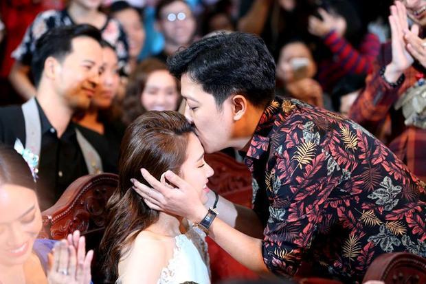"""Màn cầu hôn ngọt ngào nhưng lại vô tư """"chiếm sóng"""" của chương trình truyền hình trực tiếp khiến Trường Giang tiếp tục bị dư luận chỉ trích."""