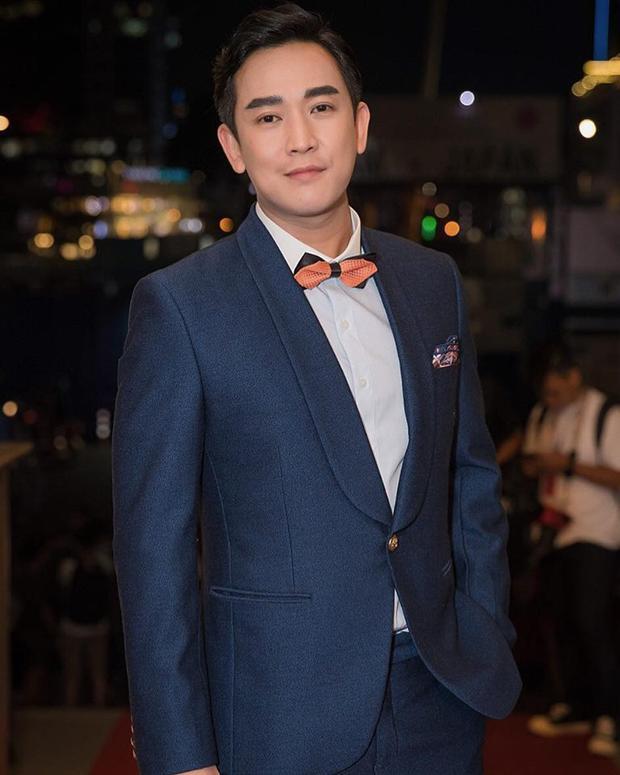 Phong cách đồ vest nam Two-Piece xanh navy (Navy Two-Piece Suit), đây là kiểu vest mà hầu hết nam giới nên có bởi tính đa năng và phù hợp cho mọi hoàn cảnh sử dụng.