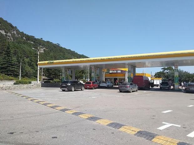 Trạm xăng nơi vụ tấn công xảy ra. Ảnh: KP