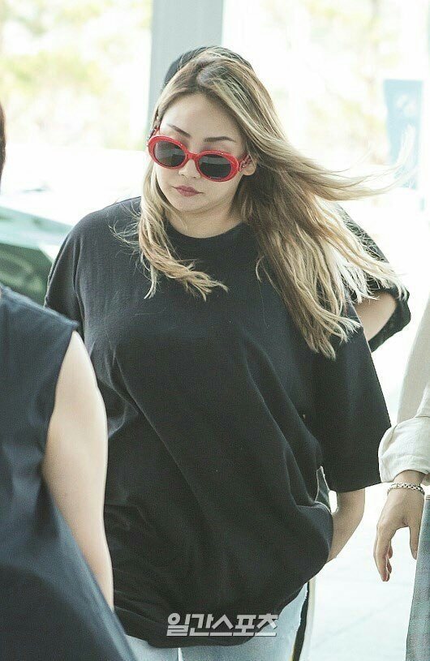 CL xuất hiện với thân hình cực mũm mĩm tại sân bay Incheon ngày hôm nay.