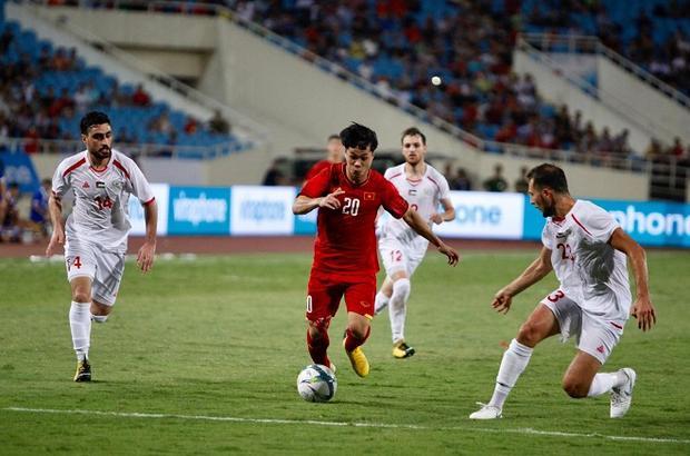 Công Phượng nâng tỉ số trận đấu lên 2-1.