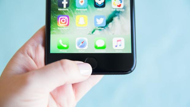 Người dùng nên thận trọng với hình ảnh dấu vân tay của mình trong bối cảnh nó là cửa ngõ dẫn vào rất nhiều thiết bị của bạn.