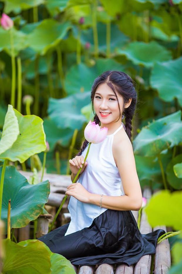 Quách Hương Lan (SN 1999) hiện đang là sinh viên năm 2 - chuyên ngành Tài chính ngân hàng, Học việc Tài Chính (Hà Nội)