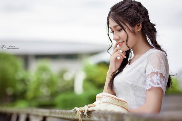 Dành nhiều thời gian cho việc học ở trường và ở nhà nhưng Hương Lan vẫn tận dụng thời gian rỗi để làm mẫu ảnh cho nhiều shop thời trang.