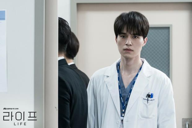 Life: Rụng tim trước loạt ảnh đẹp không góc chết của Lee Dong Wook và tình đầu của Son Ye Jin