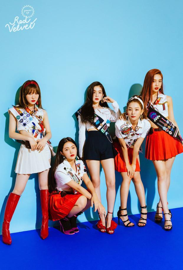 Red Velvet tung 19 giây teaser MV mới nhưng fan lại đổ dồn sự chú ý đến một clip khác!