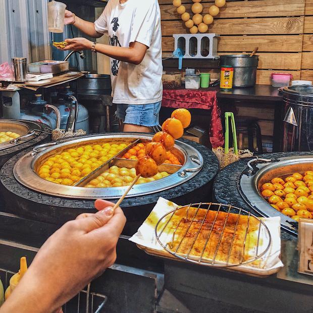 Cá viên cà ri - xuất phát từ Hongkong nhưng sang Đài Loan thì được biến tấu thành nhiều hương khác nhau: hương truyền thống (original), cà ri (curry), xí muội (plum), miso, kim chi và cay Mã Lai (spicy mala).