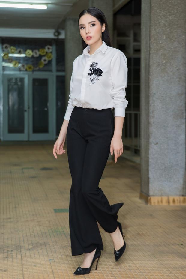 Thời gian qua, Hoa hậu Kỳ Duyên hoàn toàn chuyên tâm cho công việc và sự nghiệp, mỹ nhân gốc Nam Định cho biết cô vẫn chờ duyên tới còn bản thân trước mắt chỉ muốn phấn đấu cho công việc.