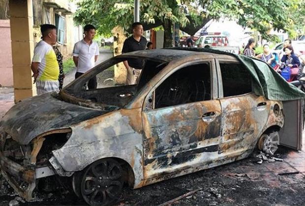 Chiếc xe Kia Morning của Đại úy Duy bị cháy trơ khung. Ảnh: VTC News.