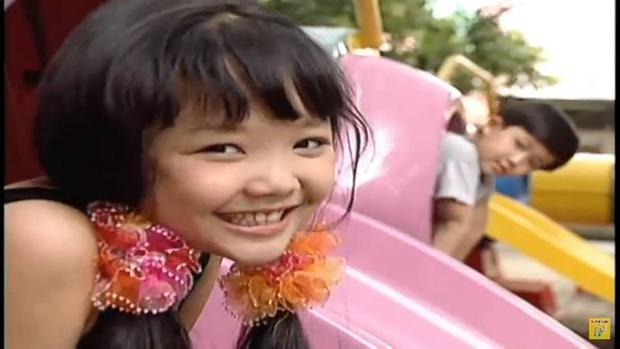 Nào, nhìn cô bé đáng yêu này, có ai nhận ra đây chính là nữ ca sĩ Tóc Tiên?