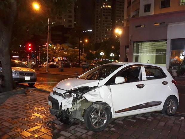 """Chiếc xe """"điên"""" gây tai nạn rồi bỏ chạy qua hàng loạt con phố. Ảnh: N.H"""