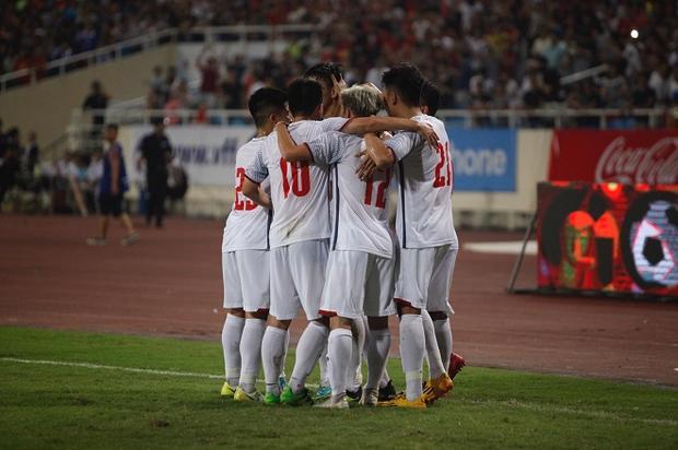 Đoàn Văn Hậu ghi bàn thắng tuyệt đẹp giúp U23 Việt Nam giành thắng lợi 1-0. Ảnh: Văn Nhân.