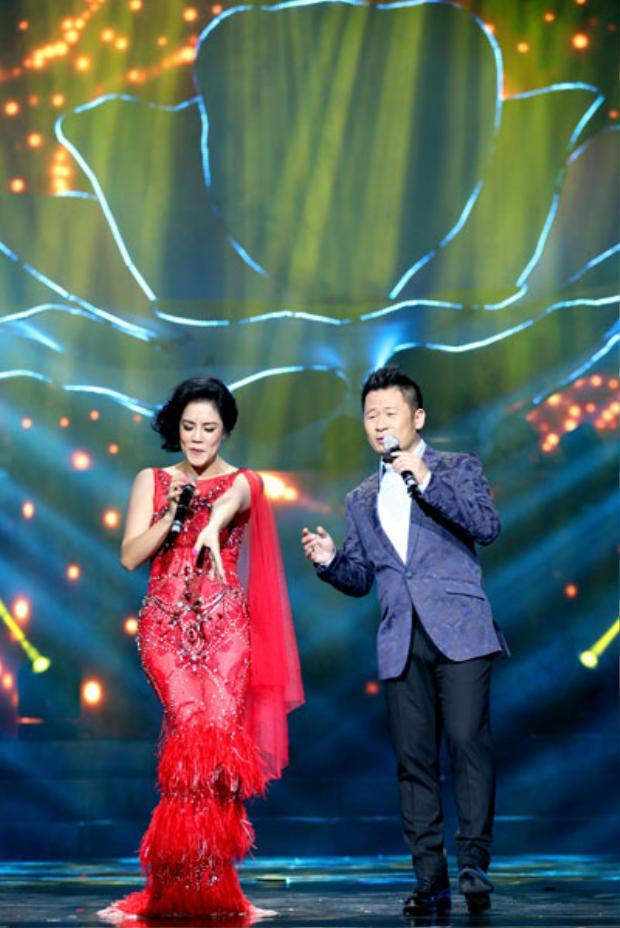 """Bản song ca """"tình tứ"""" của hai ca sĩ nhận được sự ủng hộ nhiệt liệt từ khán giả."""