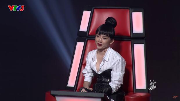 Những chiêu trò độc đáo của Tóc Tiên trên sàn đấu trí The Voice 2018