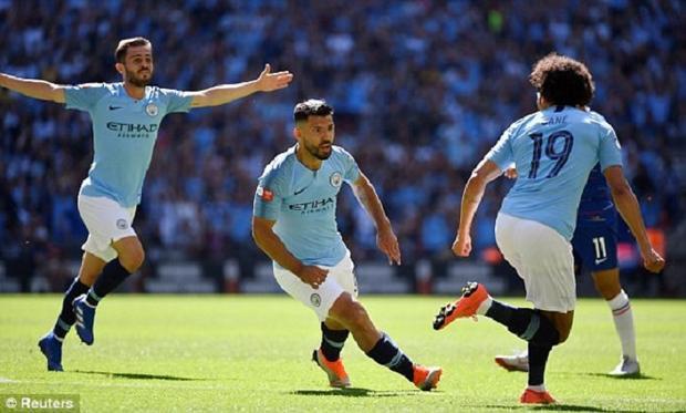 Aguero thi đấu như lên đồng. Ảnh: Reuters.