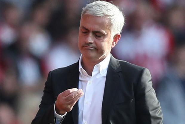 Mourinho muốn Man United chi thêm tiền để nhanh chóng mua sắm tân binh.