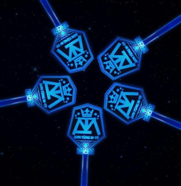 Màu xanh huyền ảo với thiết kế nhiều ẩn ý tạo nên một chiếc lightstick thực sự ấn tượng.