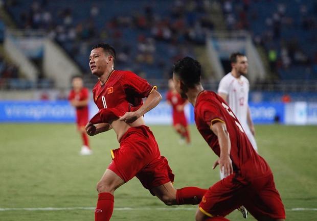 Anh Đức vừa ghi bàn trong cuộc đối đầu với U23 Palestine.
