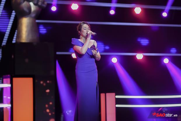 Minh Ngọc xuất sắc trong các phần trình diễn phô giọng khiến khán giả và cả HLV phải ngả mũ thán phục.