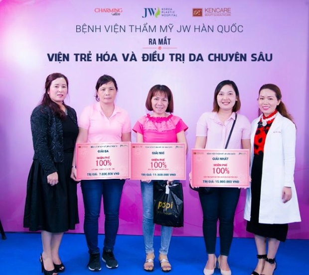 Khách hàng nhận giải ưu đãi 100% chi phí làm đẹp tại Viện trẻ hóa & Điều trị da JW.