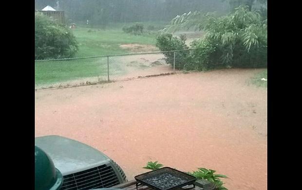 Trung tâm dự báo thời tiết quốc gia NWS cho biết, với lượng mưa lớn không liên tục như thế này sẽ khiến mực nước trong đập đạt mức nguy hiểm.