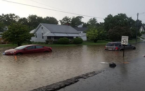 Lượng nước hiện đã vượt quá dung tích thiết kế của đập College Lake .CBS cảnh báo, thành phố miền đông nước Mỹ có thể bị nhấn chìm dưới độ sâu khoảng 5 m chỉ trong 7 phút.