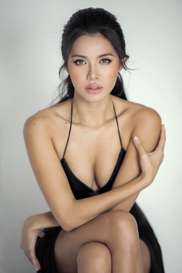 Cô cũng từng có kinh nghiệm tham gia Siêu mẫu Việt Nam cũng như nhiều chương trình truyền hình thực tế khác.