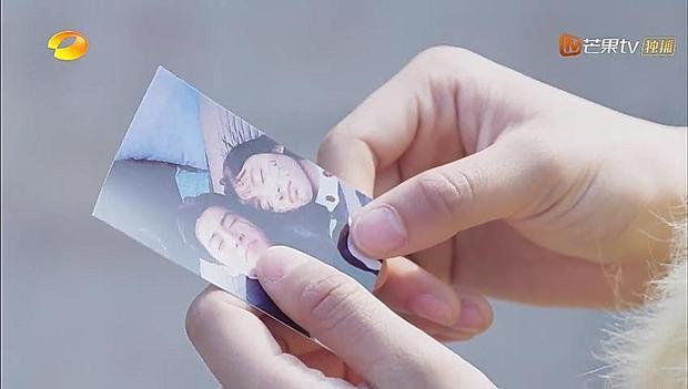 Sâm Thái giữ lại bức ảnh khi cả hai còn ở bên nhau cười đùa vui vẻ.
