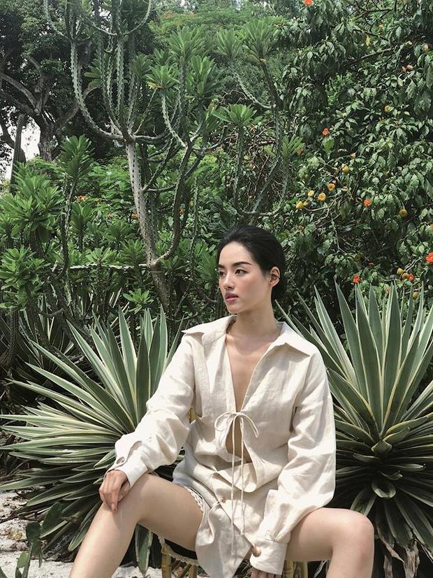 Tròn mắt với combo mặc váy bánh bèo nhưng tạo dáng bá đạo của Khánh Linh The Face