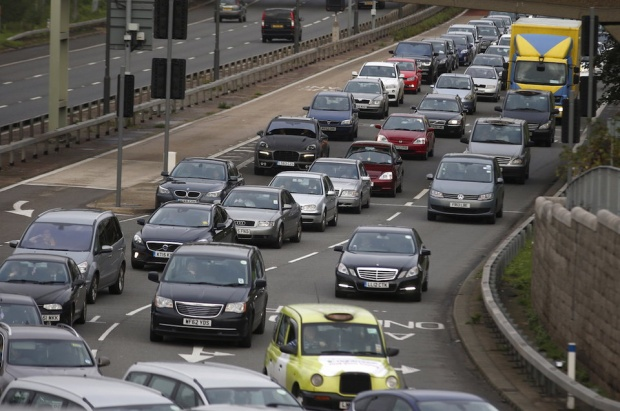 Lái xe tại London, Anh phải dành 74 giờ mỗi năm để di chuyển trong tắc nghẽn. Đây cũng là thành phố có giao thông tồi tệ nhất Châu Âu.