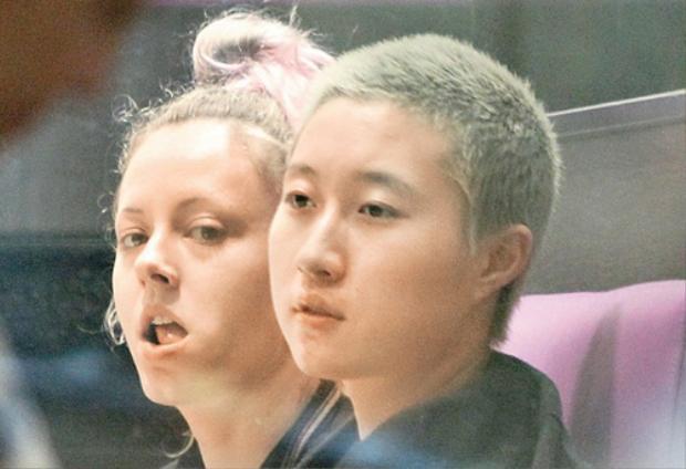Ngô Trác lâm và bạn gái đồng tính của mình.