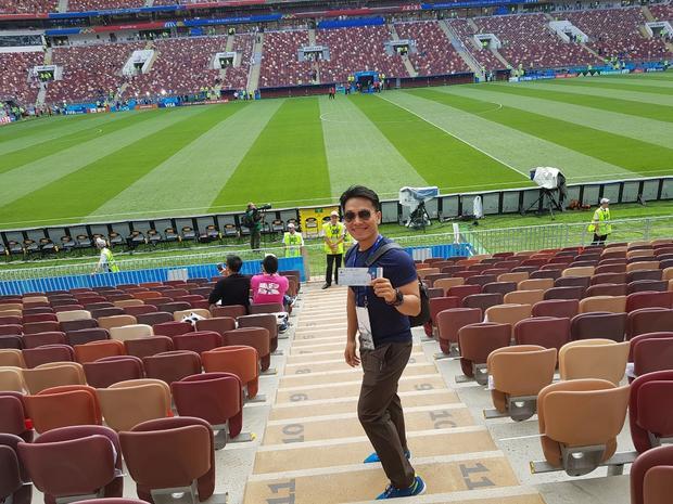 Hoàng Lê Giang cũng hào hứng check-in tại sân vận động với chiếc vé FIFA World Cup từ Visa. Cùng Hoàng Lê Giang và Hoàng Bách điểm lại những khoẳng khắc ấn tượng mùa FIFA World Cup 2018
