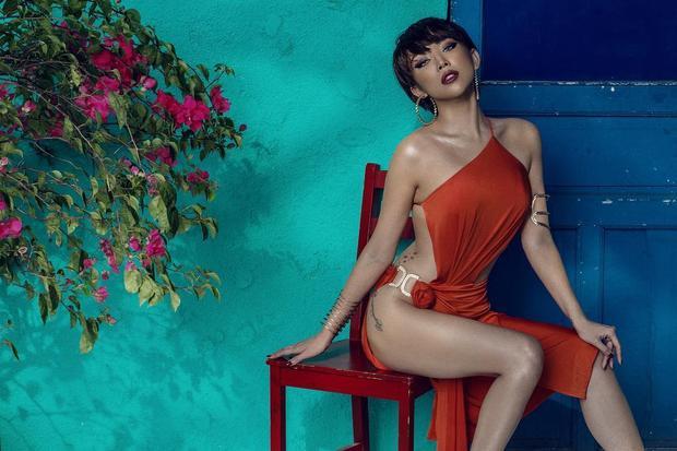 Gu thời trang quyến rũ và gợi cảm từ lâu đã gắn với Tóc Tiên và cô cũng luôn được đánh giá là một trong những nữ ca sĩ có style sành điệu nhất.