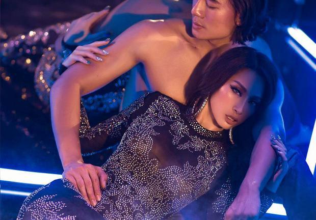 """Ngoài lĩnh vực là 1 người mẫu, người đẹp cũng lấn sấn sang thị trường âm nhạc với ca khúc đầu tay """"High On Your Love"""", hợp tác chung với nam diễn viên Hiếu Nguyễn"""