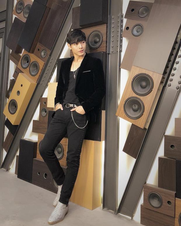 Không chỉ điển trai, 6 múi mà Jay Quân còn sở hữu 1 guot thời trang khá ấn tượng và dày dặn trong kinh nghiệm làm người mẫu.
