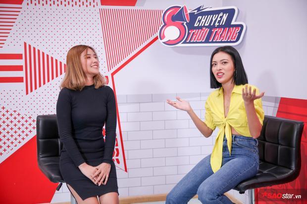 Tú Hảo cùng VJ Fanny trong buổi livestream của chương trình Tám chuyện thời trang.