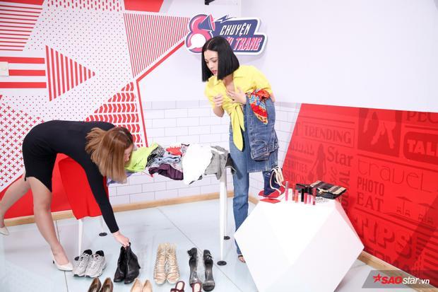 Ngay cả các món phụ kiện, giày dép cũng được Tú Hảo tính toán cẩn thận để cho ra vẻ ngoài phù hợp.