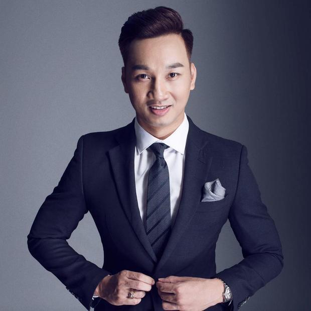 Từ diễn viên hài lấn sân sang lĩnh vực dẫn chương trình nhờ lối dẫn dí dỏm, hấp dẫn, anh đã mang về chiếc cúp VTV Awards 2015. Năm nay, không có gì đáng ngạc nhiên khi nam MC có mặt trong danh sách đề cử.