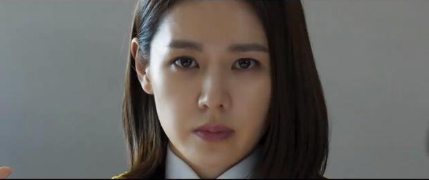 'Chị đẹp' Son Ye Jin căng não đối đầu kẻ giết người hàng loạt Hyun Bin trong trailer 'The Negotiation'