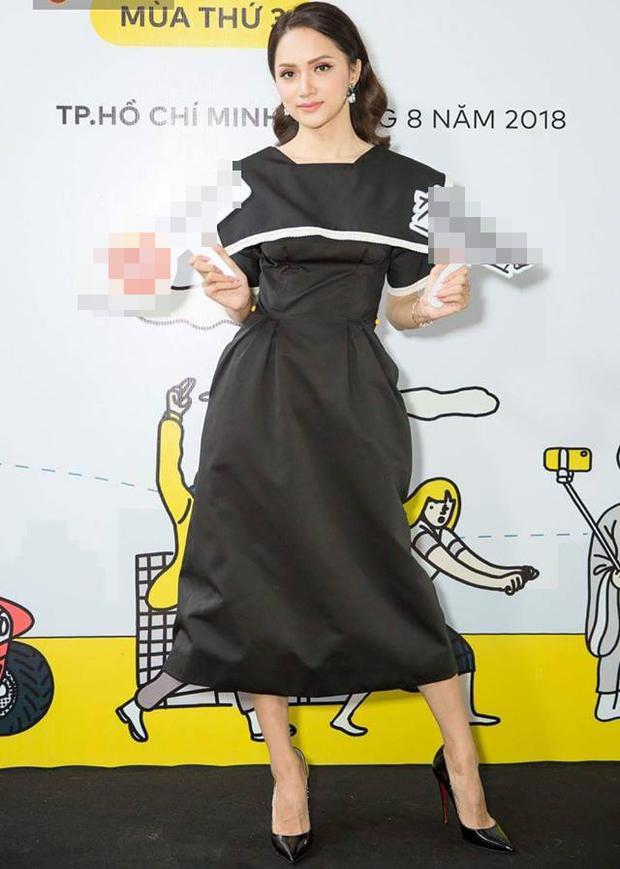 Dáng váy bút chì kinh điển cùng phần chiết eo trông có vẻ khá kín đáo nhưng mang lại sự ngọt ngào, nữ tính đến lạ thường. Những đường viền ren được thêu tay tạo điểm nhấn cho váy trơn đơn sắc..