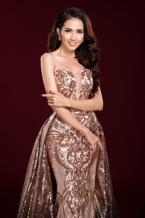 Như vậy sau nhiều năm miệt mài thi thố, cuối cùng Phan Thị Mơ đã chạm tay đến chiếc vương miện Hoa hậu ở độ tuổi 27.