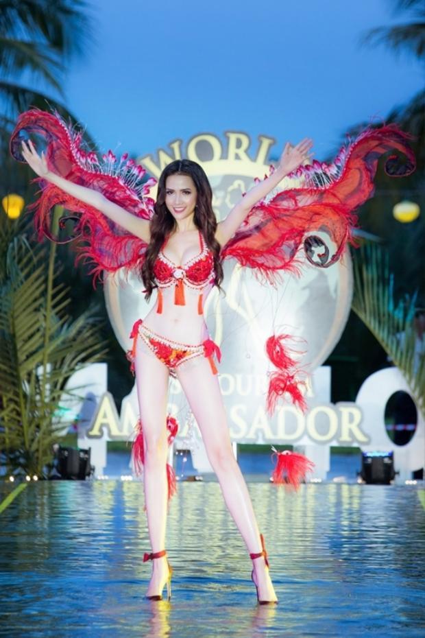 Cô khiến khán giả say đắm với phần thi bikini đẹp mê hồn