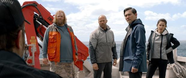 Jason Statham: Người hùng thực thụ cân cả phim The Meg  Cá mập siêu bạo chúa