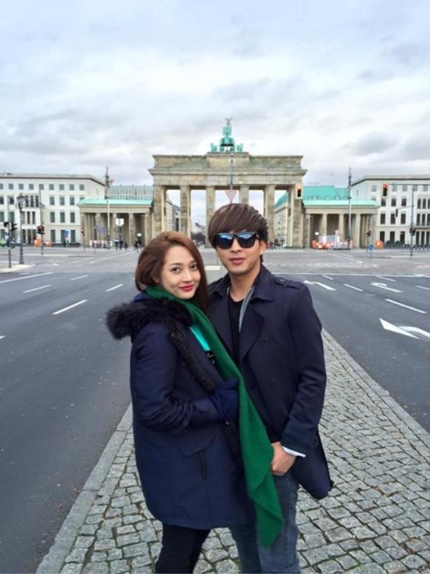 Hồ Quang Hiếu và Bảo Anh nảy sinh tình cảm từ năm 2015 sau những lần đi lưu diễn nước ngoài chung. Tuy nhiên, phải đến tháng 10/2016 cặp đôi mới công khai mối quan hệ.