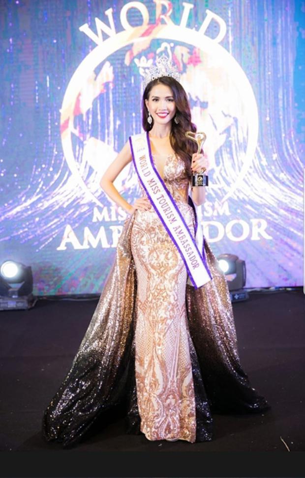 Phan Thị Mơ vừa được trao danh hiệu World Miss Tourism Ambassador 2018 vào tối 8/8 tại Bangkok, Thái Lan, sau 15 ngày thi đấu, vượt qua gần 50 thí sinh đến từ các nước trên thế giới.
