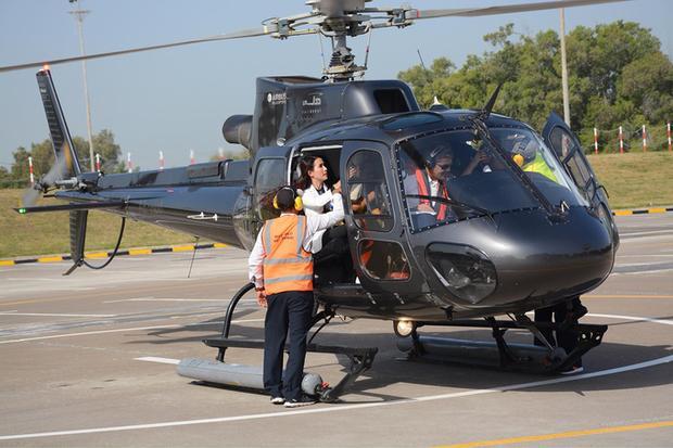 Người đẹp cũng đã ngồi trực thăng hơn 20 phút để khám phá thành phố. Cô cho hay, đây là trải nghiệm phổ biến tại Dubai với giá khoảng 350 USD (khoảng 8 triệu đồng).