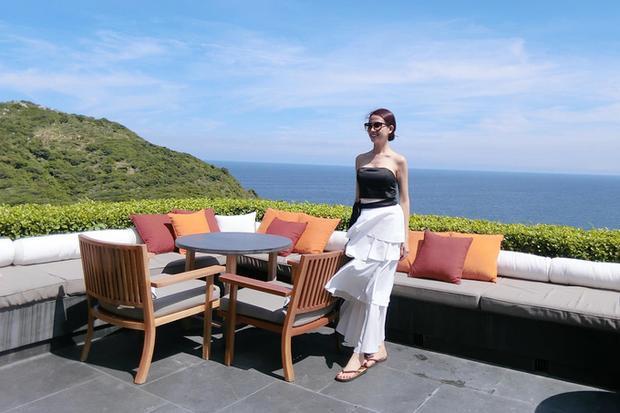 Năm ngoái, người đẹp lần đầu nghỉ tại resort 6 sao đầu tiên tại Việt Nam. Nằm ở vịnh Vĩnh Hy, Ninh Thuận, giá phòng tại đây được đánh giá là cao nhất Việt Nam, có thời điểm khoảng 100 triệu một đêm.