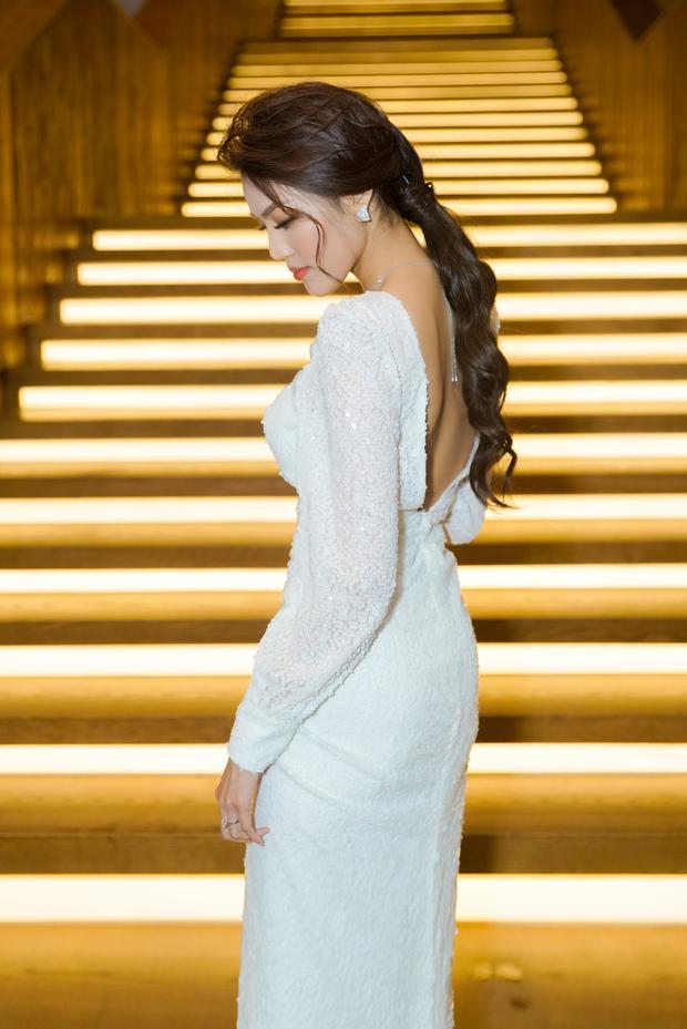 Phong cách thời trang của Lan Khuê đang hướng tới sự chững chạc, thanh lịch nhưng không kém phần sang trọng.